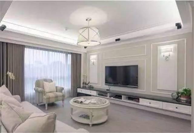电视背景墙电视背景墙效果图 说起石膏线,很多人首先想到的是天花板的石膏线条装饰,其实将它用来装饰电视背景墙也能营造出很不错的装饰效果,而且与不同的材质搭配,能匹配不同的风格,既能有效控制电视背景墙的装修成本,又可以收获客厅的装饰亮点。